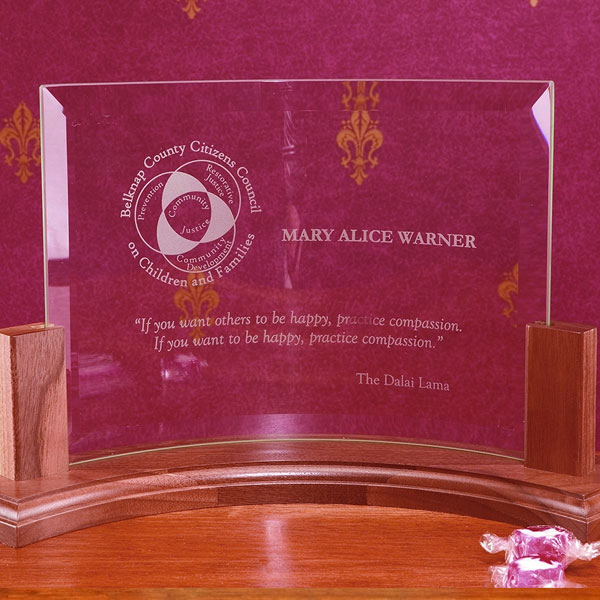 Beveled Curved Glass Award (F81)